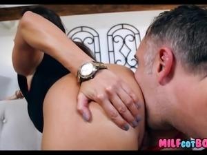 Huge Tits on this Brunette MILF