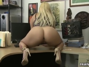 Big ass blonde Nina Kay pawns a gun - XXX Pawn
