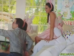Uncle Bunny insert his dick to Avi Love's wet pussy