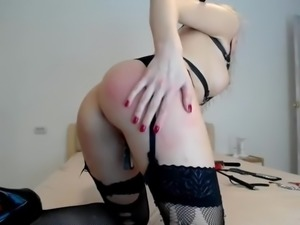 cam-slut tortures herself