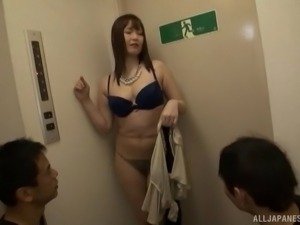 Gorgeous Shiomi Yuriko in a steamy MMF threesome worth seeing
