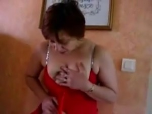 French mature squirts while standing