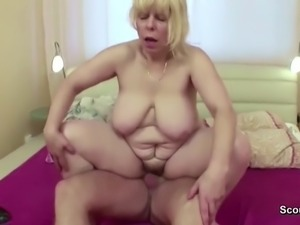 Mom Wake Up Young Boy With Blowjob and Get Fuck