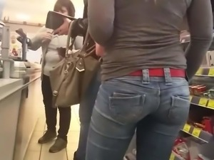 Beautyful Milf in blue jeans