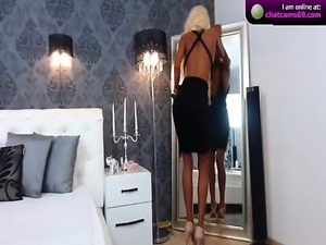 Blonde getting softcore