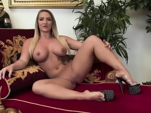 Maaike plays with her wet cunt
