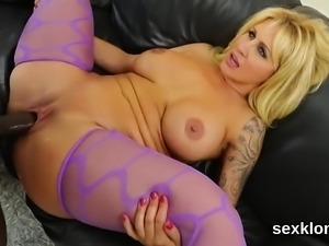 Pornstar sex kitten gets her anal banged with meaty cock