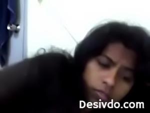 Desi chick boobshow on cam
